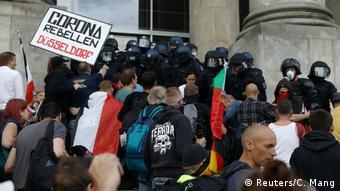 Σκηνές βίας τον Αύγουστο στη γερμανική βουλή - ακροδοδεξιοί προσπαθούν να εισβάλουν στο κτήριο του Ράιχσταγκ