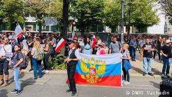Часть протестующих пришла в минувшую субботу к посольству РФ в Берлине