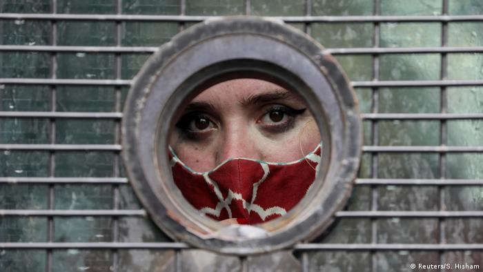 BdTD - Südafrika Kapstadt - Festgenommene Frau nach Protest gegen geschlechterbasierte Gewalt