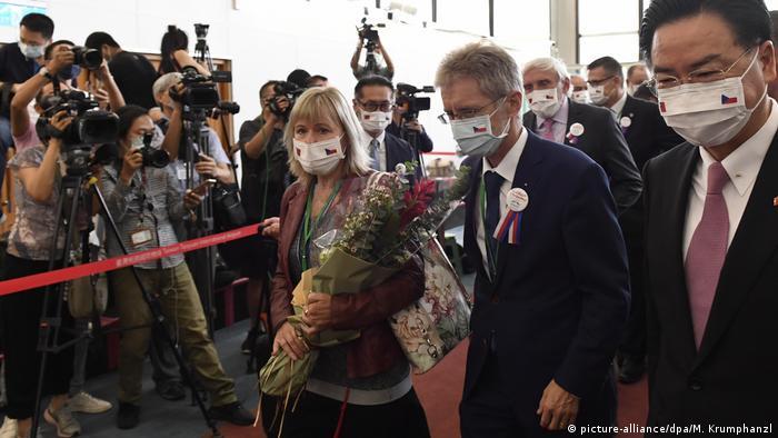 Kedatangan delegasi Ceko dipimpin Menlu Milos Vystrcil di Taipei, 30 Agustus 2020 (picture-alliance/dpa/M. Krumphanzl)