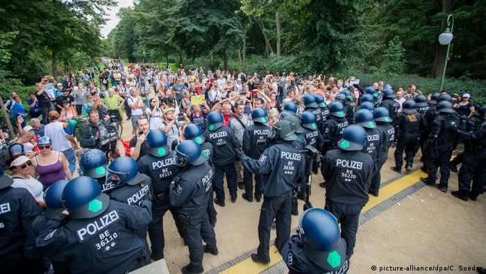 Police push back protesters in Berlin