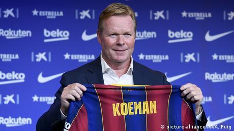 مدرب فريق برشلونة رونالد كومان