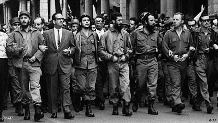 fidel Castro en el funeral de las víctimas de la explosión del vapor La Coubre