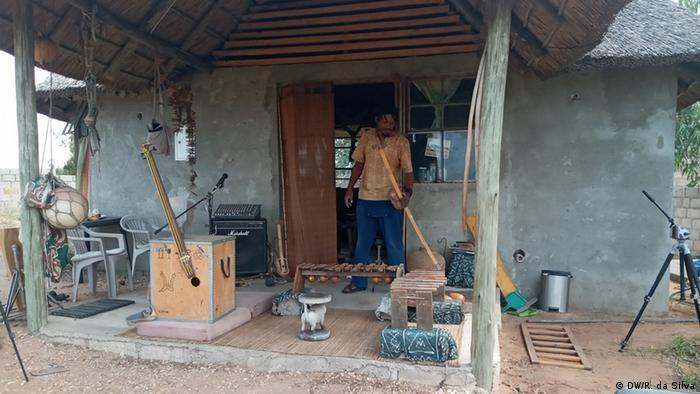 Mosambik Traditionelle Musikinstrumente (DW/R. da Silva)