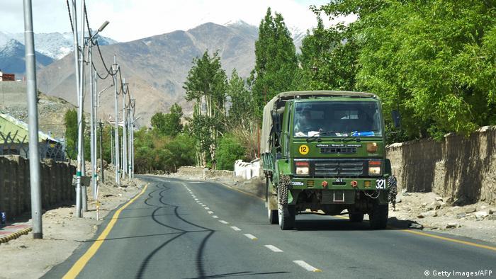 Indischer Armeetransporter im Unionsterritorium Ladakh (Archivbild)