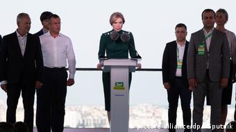 Від Слуги народу в мери Києва балотуватиметься Ірина Верещук (у центрі)