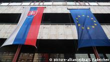 05.12.2018, Russland, Moskau: MOSCOW, RUSSIA - DECEMBER 5, 2018: The flags of Slovakia and the European Union hoisted over the building of in Slovakia's Embassy central Moscow. Sergei Fadeichev/TASS Foto: Sergei Fadeichev/TASS/dpa  