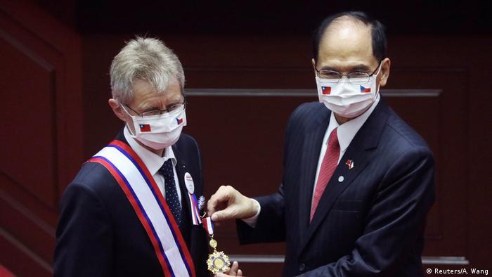 Taiwan Milos Vystrcil im Parlament (Reuters/A. Wang)