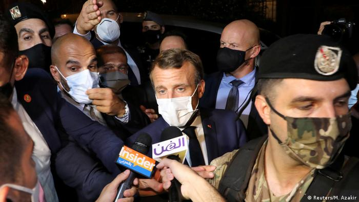 Libanon | Emmanuel Macron im Gepräch mit Journalisten (Reuters/M. Azakir)