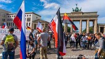 Демонстрация ковид-диссидентов и противников мер против пандемии в Берлине