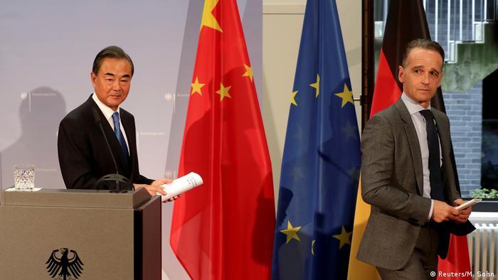 Министры иностранных дел КНР Ван И и Германии Хайко Мас в Берлине