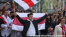 01.09.2020*** Belarus, Minsk: 6321789 01.09.2020 Students carry historical white-red-white flags during a rally against presidential election results on the first day of a new academic year, in Minsk, Belarus. Evgeny Odinokov / Sputnik Foto: Evgeny Odinokov/Sputnik/dpa |