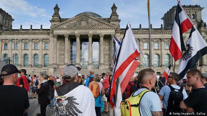 Proteste în faţa Reichstag-ului din Berlin (29.08.2020) (Getty Images/S. Gallup)