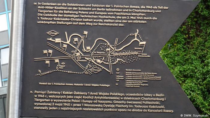 Tablica upamiętniająca Polaków biorących udział w szturmie na stolicŁ Trzeciej Rzeszy w 1945 roku