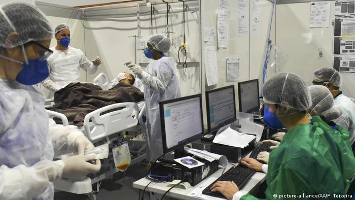 Brasilien Corona-Pandemie temporäres Krankenhaus in Rio (picture-alliance/AA/F. Teixeira)
