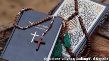 Bibel und Koran mit Gebetskette
