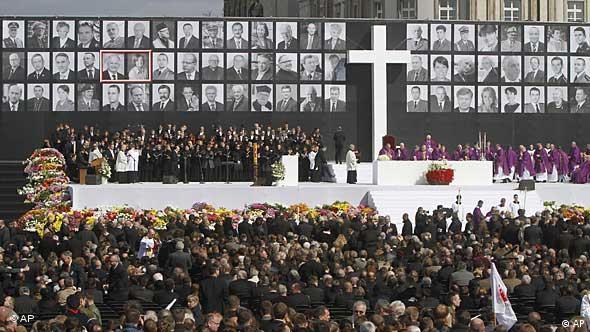 Svečano nacionalno odavanje počasti pokojnom predsjedniku u subotu Varšavi. Obitelj ustraje da se njegov pogreb obavi danas (18.04)