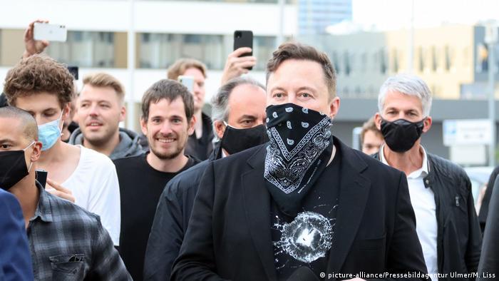 Deutschland Tesla-Chef Elon Musk besucht Biopharma-Unternehmen Curevac
