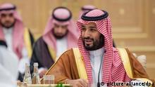 27.11.2019, Abu Dhabi, Vereinigte Arabische Emirate: Mohammed bin Salman, Kronprinz und Verteidigungsminister von Saudi-Arabien, bei einem Treffen mit dem Kronprinzen von Abu Dhabi. (zu dpa «100 Tage bis zum geplanten G20-Gipfel in Saudi-Arabien») Foto: -/Saudi Press Agency/dpa +++ dpa-Bildfunk +++ |