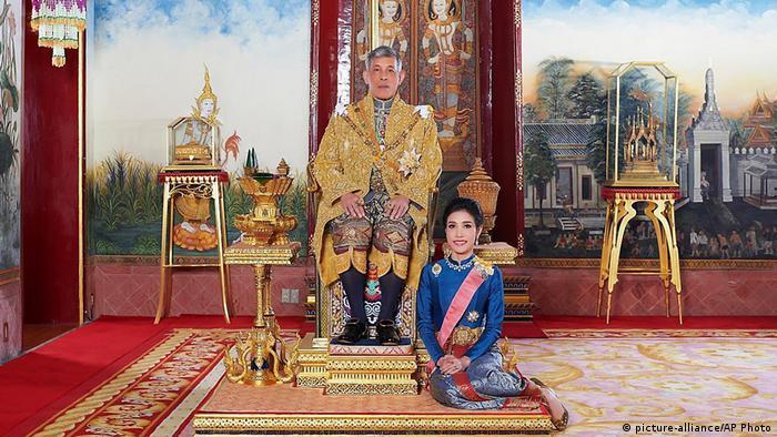 Thailand   König Maha Vajiralongkorn und Sineenatra Wongvajirabhakdi