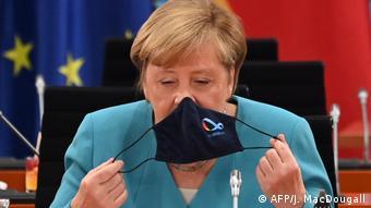 Merkel with mask (AFP/J. MacDougall)