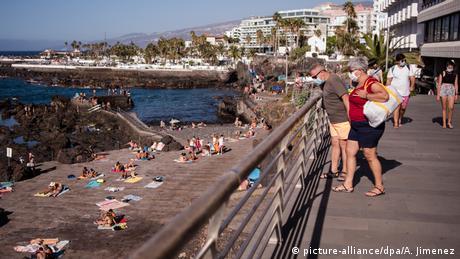 """""""Εισβολή"""" τουριστών στα σχετικά αλώβητα Κανάρια"""