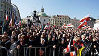 Mnoštvo okupljeno pred Bazilikom Svete Marije u Krakovu