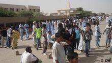 Schüler in Mauritanien. Demonstration gegen die Arabisierung der Amtssprache. Rechte: DW Geliefert von: Dr. Abdo Jamil Al-Mikhlafy Deutsche Welle (DW-WORLD/ DW- RADIO Arabisch)