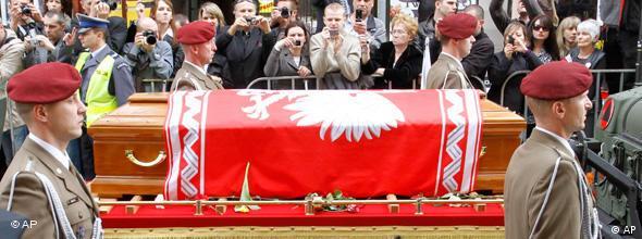 NO FLASH Polen Trauerfeier Sarg