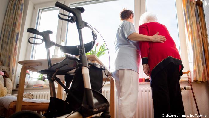 Corona-Bonuszahlungen in der Altenpflege (picture-alliance/dpa/T. Weller)