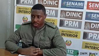 Mosambik Zambézia Polizeisprecher (DW/M. Mueia)