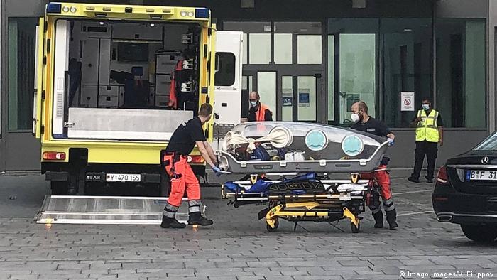 Transporte de Alexéi Novalny al Hospital Charité de Berlín.