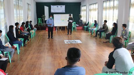 Teilnehmende DW Akademie Training Myanmar Universität Social Distancing (DW/S. Sandar Oo)