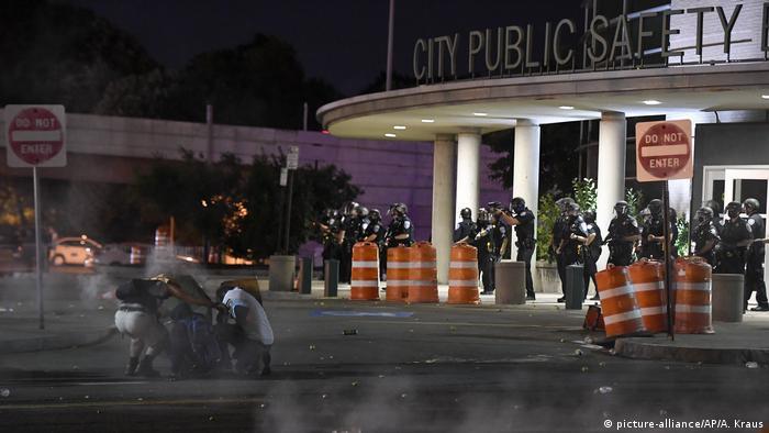 USA, Rochester - Proteste nach brutalem Polizeieinsatz in Rochester (picture-alliance/AP/A. Kraus)