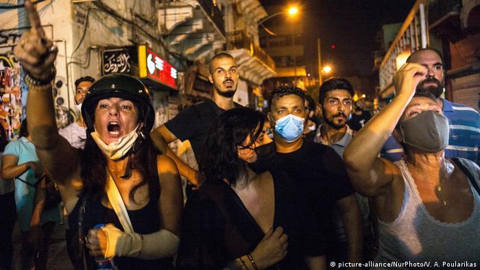 Libanon Beirut | Demonstration für die Weiterführung der Sucharbeiten nach Überlebenden der Explosion (picture-alliance/NurPhoto/V. A. Poularikas)