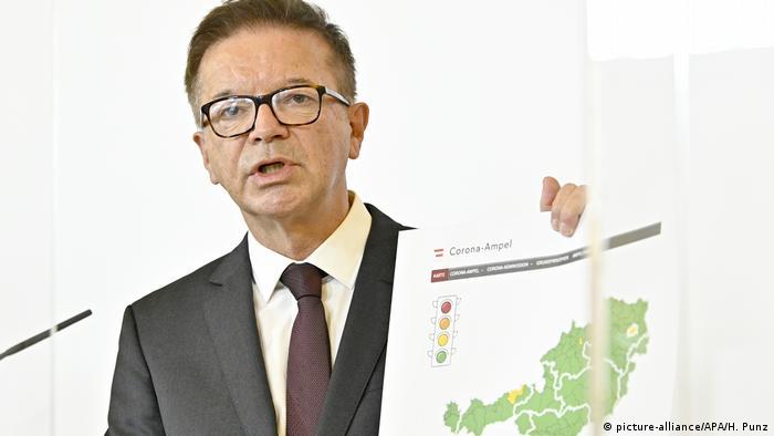 Österreich Wien Pressekonferenz zum Start der Corona Ampel   Rudolf Anschober (picture-alliance/APA/H. Punz)
