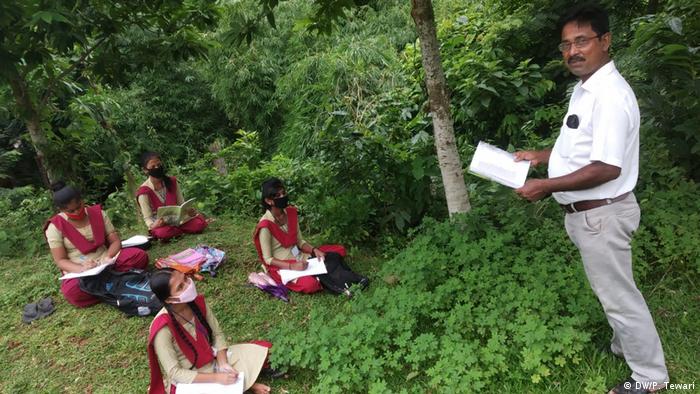 Indien Tripura   Unterricht im freien