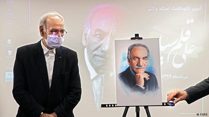 مراسم نکوداشت استاد قلمسیاه. این استاد عکاسی از سال ۱۳۶۰ عکاسی پیشرفته را در موسسات و دانشکدههای عکاسی ایران تدریس میکند.