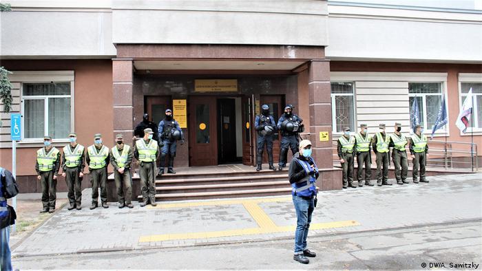 У здания суда в Киеве, где проходит процесс по делу об убийстве Павла Шеремета