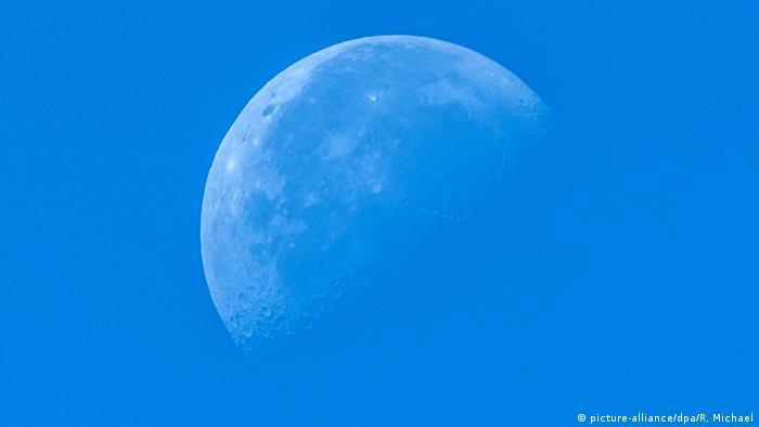 Abnehmender Mond (picture-alliance/dpa/R. Michael)
