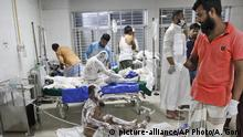 Doctors treat burn Muslim worshipers in a hospital in Dhaka, Bangladesh, Saturday, Sept. 5, 2020. Dozens of Muslim worshipers suffered burn injuries critically during evening prayers after explosions of a gas pipeline installed underground near a mosque outside Bangladesh capital, officials said Saturday. (AP Photo/Abdul Goni) |