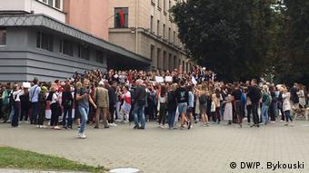 Belarus Studenten protestieten in Minsk (DW/P. Bykouski)