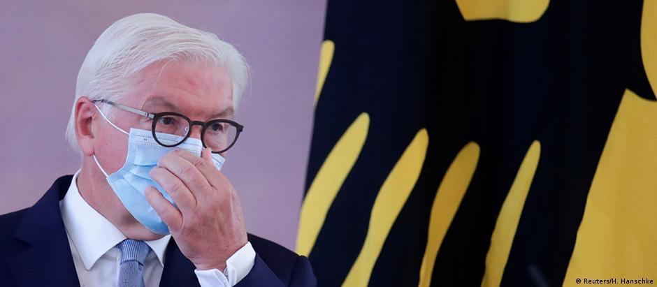 Frank-Walter Steinmeier wearing a mask (Reuters/H. Hanschke)