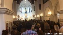Belarus, Minsk I Gottesdienst in der Roten Kirche