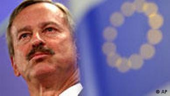 EU-Verkehrskommissar Siim Kallas bei einer Pressekonferenz in Brüssel am 19.04.2010 (Foto: AP)