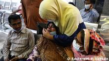 Bangladesh   Gasleitung Explosion in einer Moschee   Angehörige von Opfern