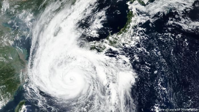 Typhoon Haishen satellite imageb