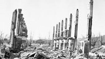 Die Ruinen einer nordkoreanischen Division nach einem Angriff durch eine amerikanische B-29 (Foto: AP)