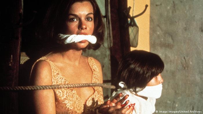 Film still 'Obsession': Genevieve Bujold and Wanda Blackman tied and gagged (Imago Images/United Archives)