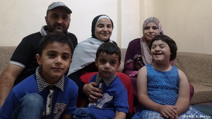 الأمل في مستقبل أفضل: عائلة الربيع تتأهب للمغادرة إلى فرنسا